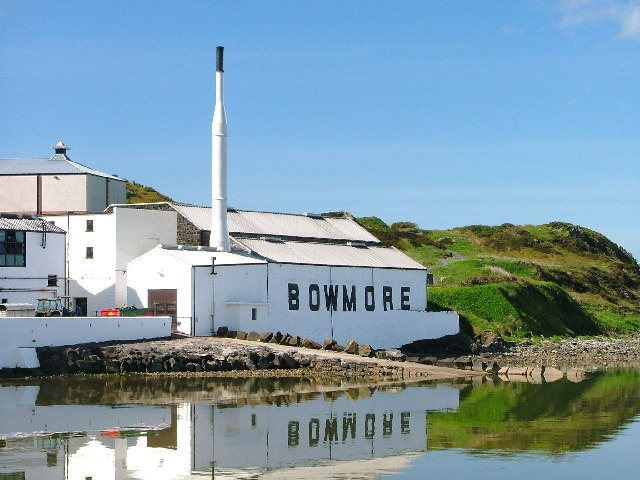 bowmore whisky distillery